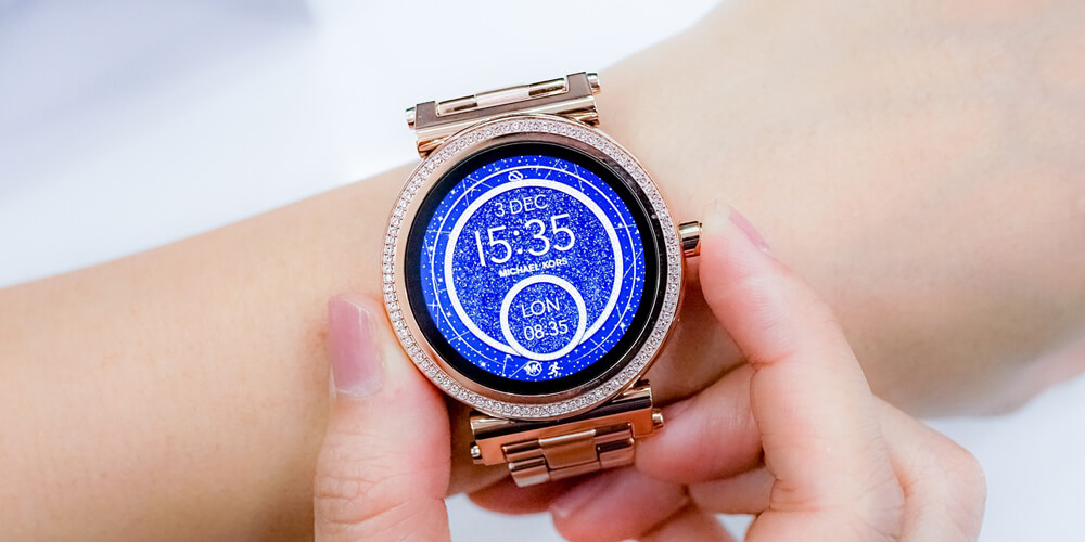 Michael Kors Smartwatch am Handgelenk